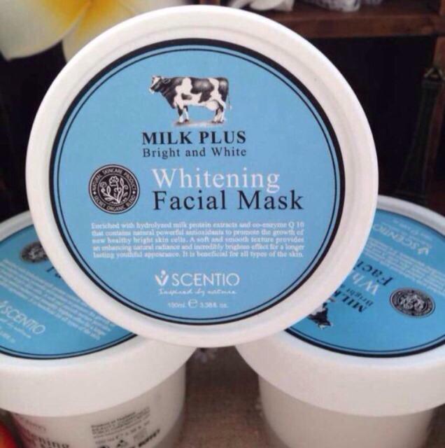 泰国Beauty buffet 牛奶美白保湿面膜 净含量:100ml 主要功效:美白滋润,补水锁水,祛皱、预防粉刺青春痘、牛奶精华和Q10,溫和洁净皮肤,滋润美白,。 使用方法:洁面后,取适量涂于全脸,等10-15分钟后用水洗干净。 PS:BB的牛奶系列就是招牌。这款牛奶(白)面膜闻起来很香,跟大白兔奶糖一个味道,而且非常可爱,美白效果非常好,让脸色根牛奶一样又白又嫩,干净细腻光滑,真的非常好用噢